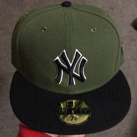 42cd1996609 New York Yankees New Era fitted hat size 7 1 4 NWT